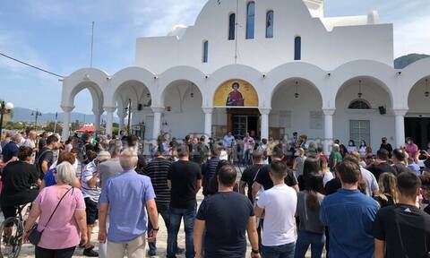 Καμένα Βούρλα: Κλιμακώνουν τον αγώνα οι κάτοικοι - Πορεία διαμαρτυρίας για τους μετανάστες