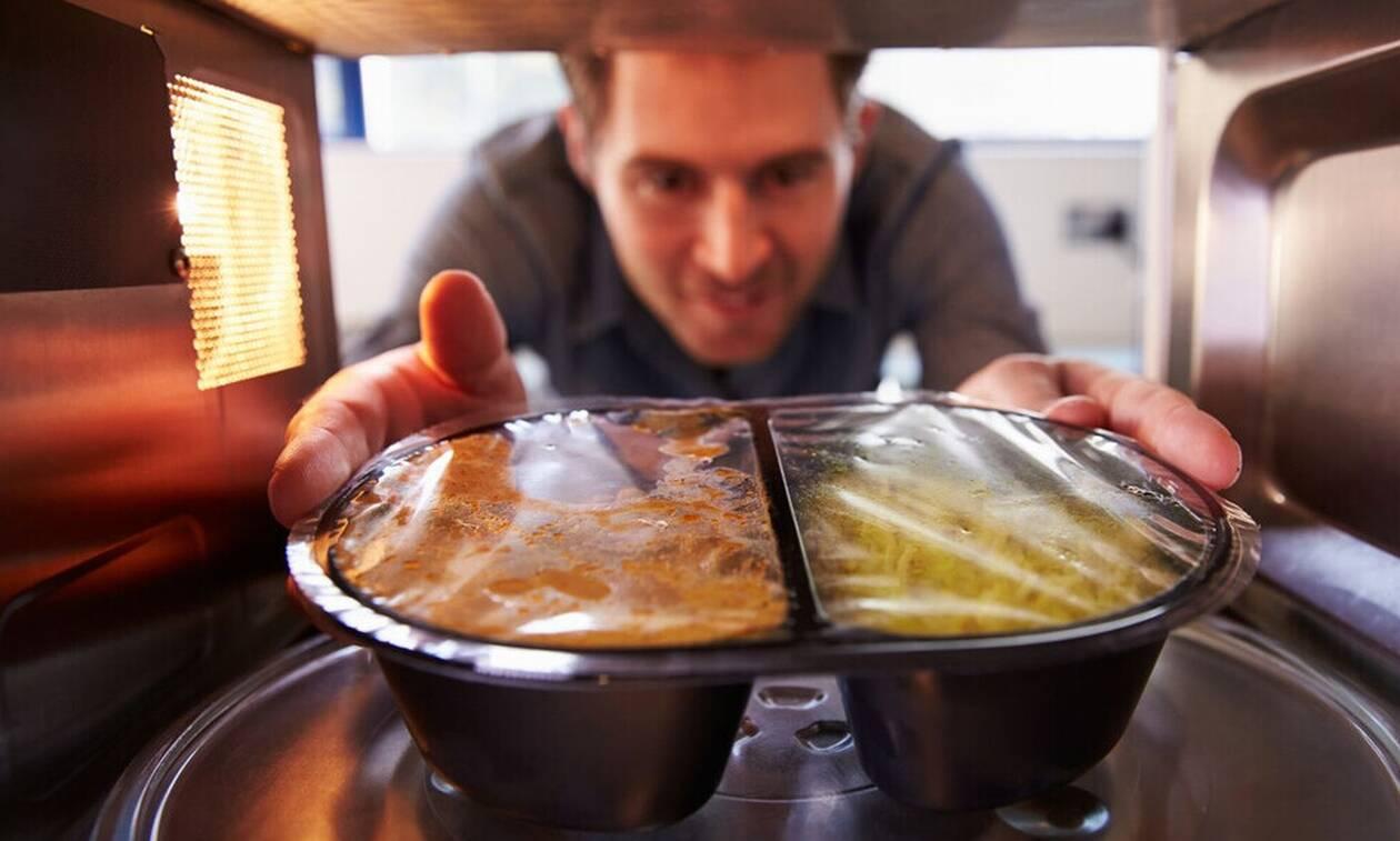 Φούρνος μικροκυμάτων; Τι ακριβώς κάνει στο φαγητό σου