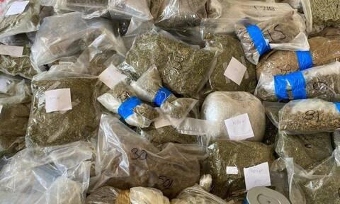 Εξάρχεια: Εξαρθρώθηκε σπείρα που διακινούσε ναρκωτικά – Τέσσερις συλλήψεις