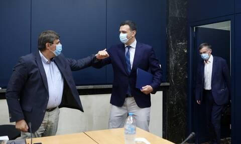 Κορονοϊός: Κικίλιας και Τσιόδρας ενημέρωσαν τους εκπροσώπους των κομμάτων της αντιπολίτευσης