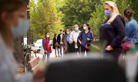 «Καλπάζει» ο κορονοϊός στη Γαλλία: Νέο αρνητικό ρεκόρ με πάνω από 16.000 ημερήσια κρούσματα
