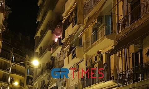 Φωτιά σε διαμέρισμα στο κέντρο της Θεσσαλονίκης: Στο νοσοκομείο 10 ένοικοι