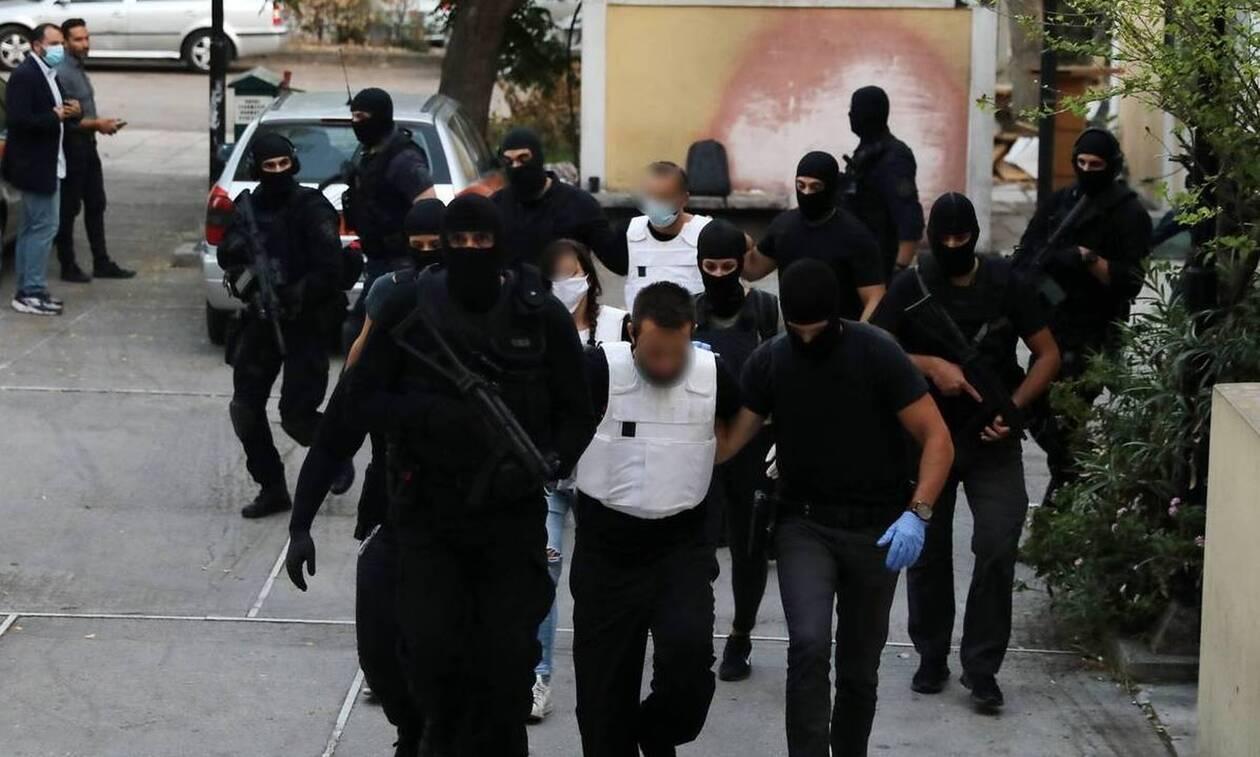 Τα τέσσερα άτομα που αναζητά η Αντιτρομοκρατική και η σχέση «ΟΛΑ» με τον «Επαναστατικό Αγώνα»