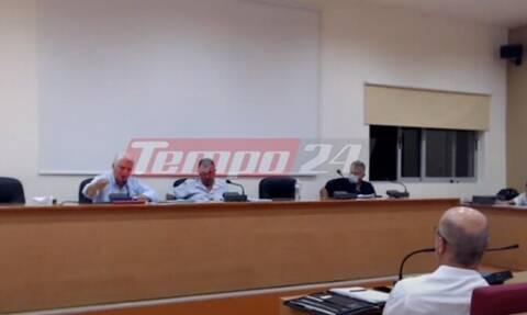 Αχαϊα: Χαμός σε δημοτικό συμβούλιο - Έπαιξαν μπουνιές κοινοτάρχης και πρόεδρος