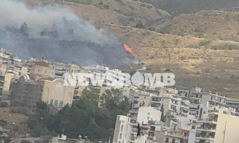 Φωτιά ΤΩΡΑ στον Βύρωνα - Ενισχύονται οι δυνάμεις της Πυροσβεστικής (pics&vid)