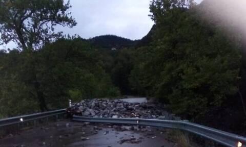 Κακοκαιρία σε Ναύπακτο, Αγρίνιο και Κέρκυρα: «Ποτάμια» οι δρόμοι, έπεσαν δέντρα