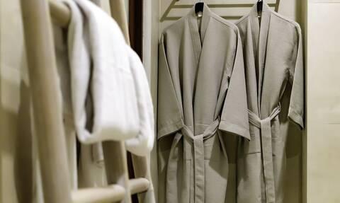 Σάλος με γυμνές… καθαρίστριες: Κάνουν χρυσές δουλειές λόγω κορονοϊού