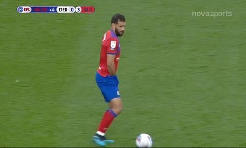Απίστευτο: Ποδοσφαιριστής παίζει με το χέρι... μέσα στο σορτσάκι του!