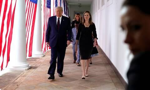 ΗΠΑ: Ο Τραμπ επέλεξε την Έιμι Κόνεϊ Μπάρετ για την κενή θέση στο Ανώτατο Δικαστήριο