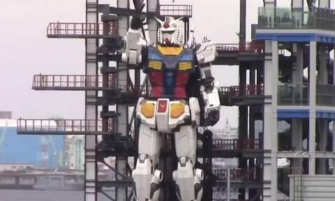 Γιγάντιο ρομπότ έκανε βόλτα στην Ιαπωνία (video)