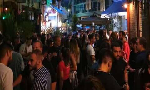 Κορονοϊός: Απίστευτος συνωστισμός στη Θεσσαλονίκη – Ποτά και χορός στα Λαδάδικα