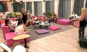 Big Brother: Νέο απίστευτο πλάνο – Η Χριστίνα πιάνει τα επίμαχα σημεία συμπαίκτη της (pic+vid)