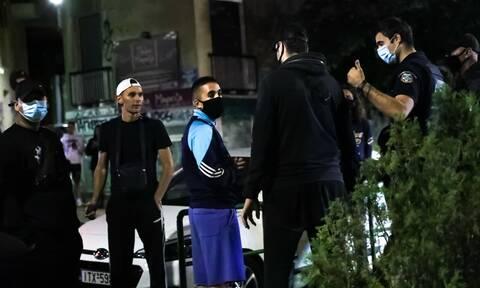 Κορονοϊός: Το αδιαχώρητο στις πλατείες – Εικόνες συνωστισμού παρά τις απαγορεύσεις