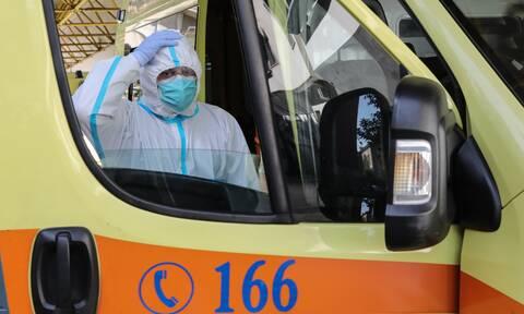 Κορονοϊός: Αγωνία για τον 25χρονο που μεταφέρθηκε στην Αθήνα από την Τήνο - Κρίσιμη η κατάστασή του