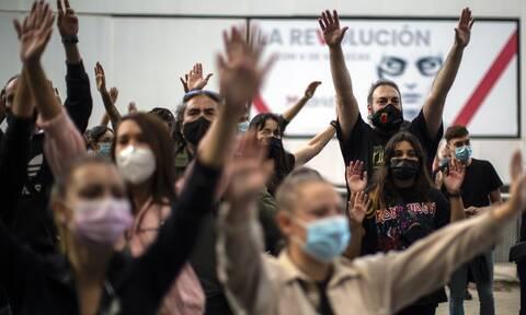 Ισπανία - Κορονοϊός: Διαδήλωση εκατοντάδων ανθρώπων στη Μαδρίτη κατά της μερικής καραντίνας