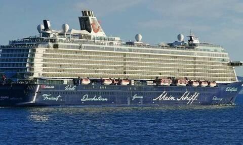 В Греции у 12 членов экипажа круизного лайнера, на борту которого 1000 человек, выявлен коронавирус