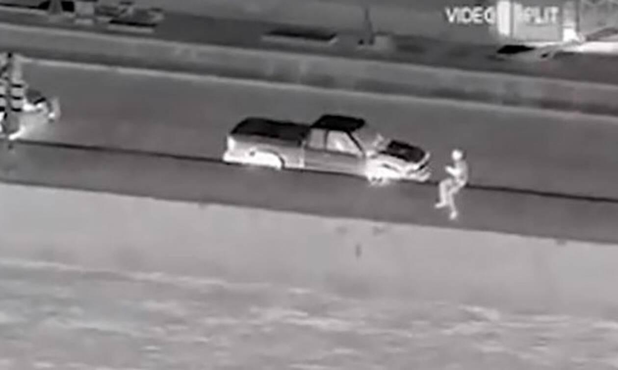 Δραματική καταδίωξη: Απεγνωσμένος άντρας απειλεί να πέσει από γέφυρα!