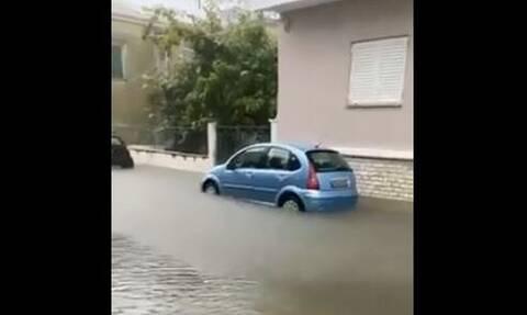Κακοκαιρία Μεσολόγγι: Σε λίμνες μετατράπηκαν οι δρόμοι της πόλης