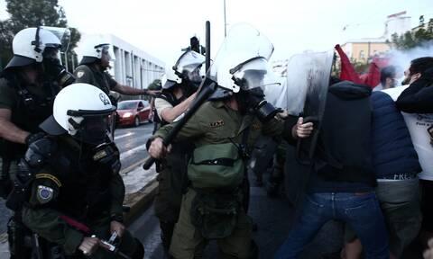 Πορείες σε Αθήνα και Θεσσαλονίκη για την επίσκεψη Πομπέο – Επεισόδια στην αμερικανική Πρεσβεία