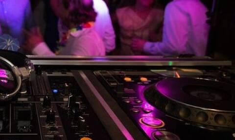 Σάλος για τα πριβέ κορονο-πάρτι στην Αθήνα: Πώς διοργανώνονται