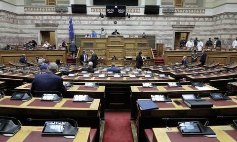 Βουλή: Υπερψηφίστηκαν τα μέτρα στήριξης για τους πληγέντες από την κακοκαιρία «Ιανός»