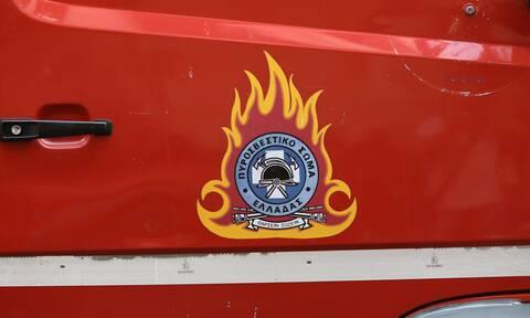 Φωτιά σε φορτηγό - Μάχη για να μην επεκταθούν οι φλόγες σε βενζινάδικο στην Κρήτη