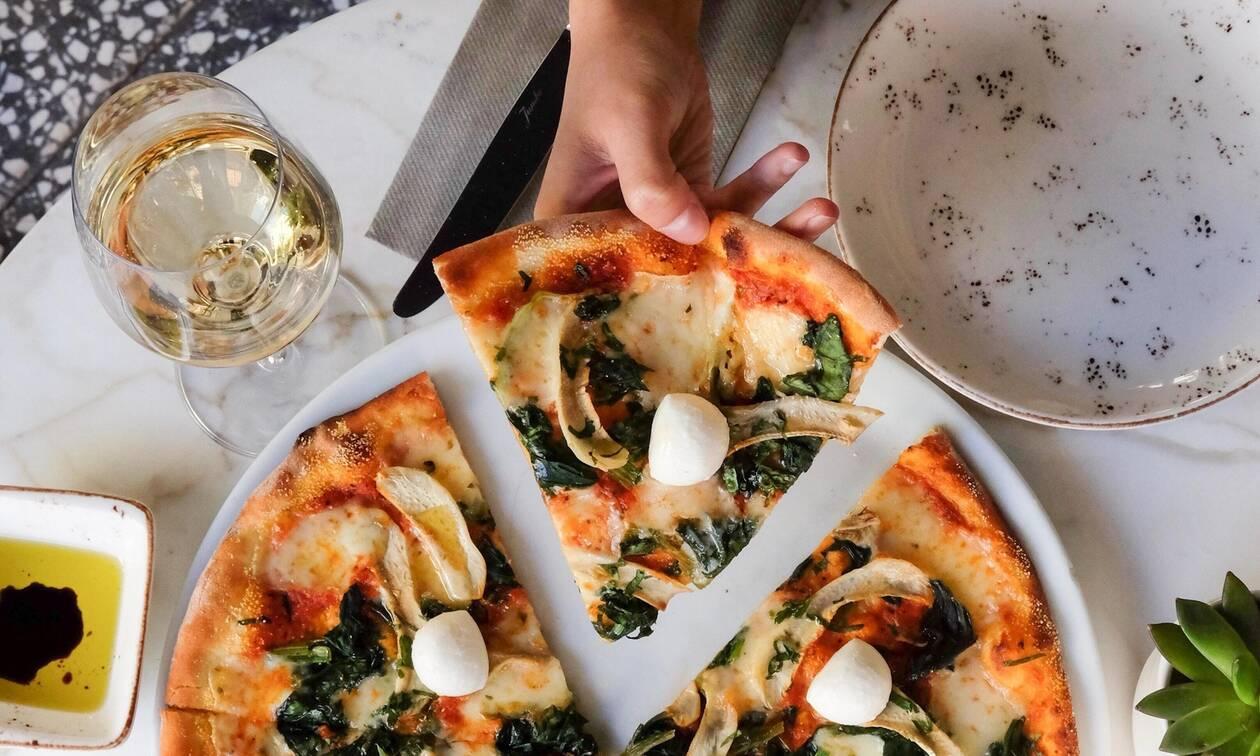 Συνταγή για πίτσα μόνο με 50 θερμίδες. Δες πώς θα την φτιάξεις