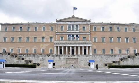 Βουλή: Με γραπτές εξετάσεις η απόκτηση ελληνικής ιθαγένειας - Τι προβλέπει το νομοσχέδιο