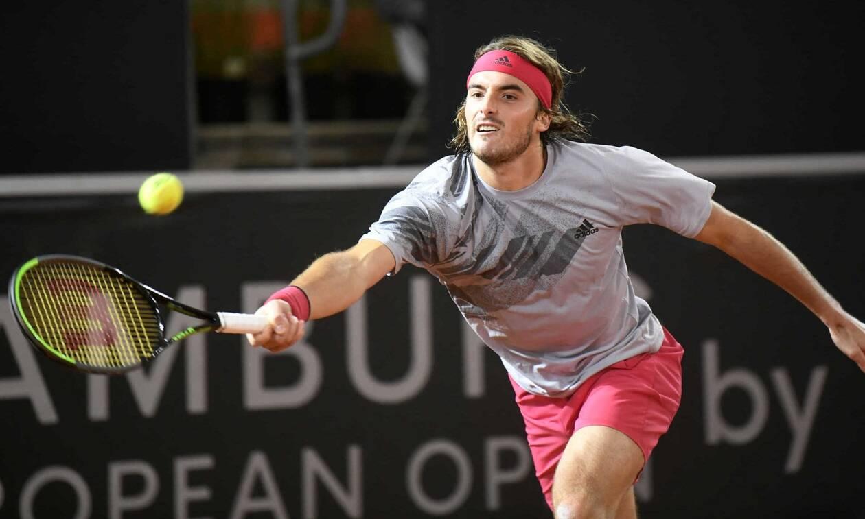 Roland Garros: Η μάσκα που φοράει ο πατέρας του Τσιτσιπά και έκανε όλο το γήπεδο να τον κοιτάει