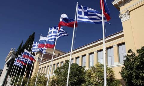 Η ρωσική πρεσβεία στην Ελλάδα κατηγορεί τον Πομπέο για «αντιρωσική υστερία»