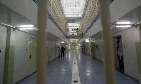 Φυλακές Αυλώνα: Βρέθηκαν αυτοσχέδια σπαθιά, μαχαίρια, ναρκωτικά και ναργιλές