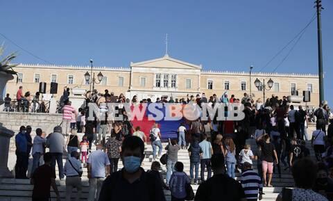 Συγκέντρωση Αρμενίων στο Σύνταγμα: Να σταματήσουν οι εχθροπραξίες στο Ναγκόρνο Καραμπάχ