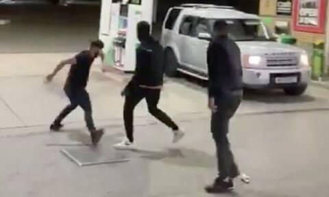 Άγριο ξύλο σε βενζινάδικο – Του πέταξε μπίρα στο αυτοκίνητο και έγινε χαμός (vids+pics)