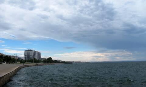 Καιρός σήμερα: Συννεφιασμένη η Παρασκευή - Πού και πότε θα βρέξει