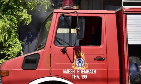 Αυτοκίνητο τυλίχθηκε στις φλόγες στη Μεσογείων - Αυξημένη κίνηση