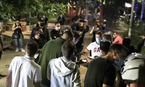 Κορονοϊός: Σε αστυνομικό κλοιό οι πλατείες - Εντατικοί έλεγχοι για την εφαρμογή των μέτρων