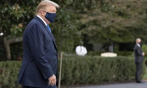 Με «ήπιο πυρετό» στο νοσοκομείο ο Τραμπ - Δεν παραδίδει στον αντιπρόεδρο Πενς τα ηνία των ΗΠΑ