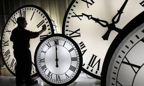 Πότε αλλάζει η ώρα: Πότε γυρίζουμε τα ρολόγια μας μία ώρα πίσω