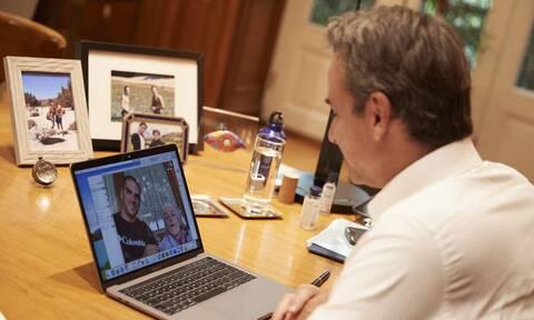 Συνομιλία Μητσοτάκη με Μ. Γιαννάκου και Ελ. Τόσιου: «Μας δίνετε έμπνευση και δύναμη»