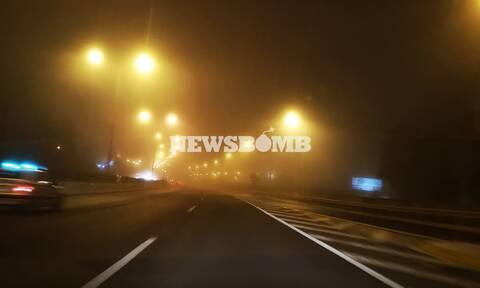 Καιρός: Υγρασία, σκόνη και ομίχλη πνίγουν την Αθήνα - Με ζέστη και βροχές η Τρίτη