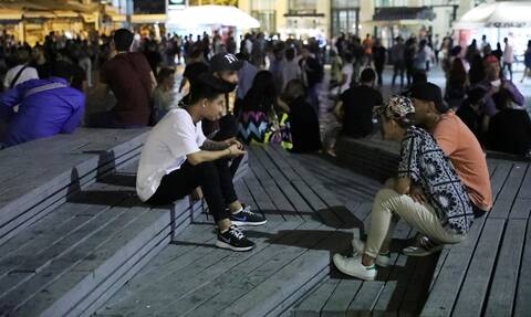 Κορονοϊός: Μάσκες παντού - Πόσο κοντά είναι τα νέα μέτρα - Απανωτές συσκέψεις