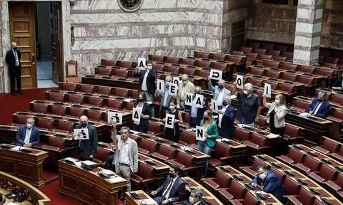 Δίκη Χρυσής Αυγής: Το κορεό του ΣΥΡΙΖΑ στη Βουλή (video)