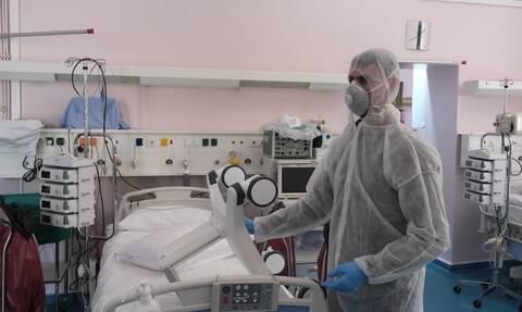 Σαρώνει ο κορονοϊός! Τρεις ασθενείς σε ΜΕΘ χωρίς υποκείμενο νόσημα - 55 ετών ο μεγαλύτερος