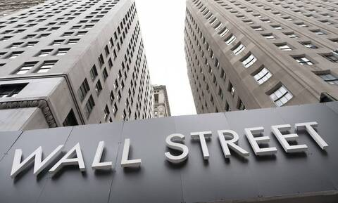 Πτώση στη Wall Street - O τυφώνας Delta έφερε ισχυρά κέρδη για το πετρέλαιο