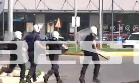 Σκηνικό… πολέμου στη Μεσσήνη – Δακρυγόνα, ΜΑΤ και επεισόδια με Ρομά (video)