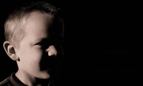 Σοκ στη Θεσσαλονίκη: Βασάνιζαν 5χρονο αγοράκι - Έσβηναν τσιγάρα πάνω του!