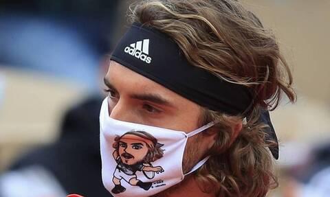 Στέφανος Τσιτσιπάς: Η σχεδιάστρια της μάσκας του στο Newsbomb.gr