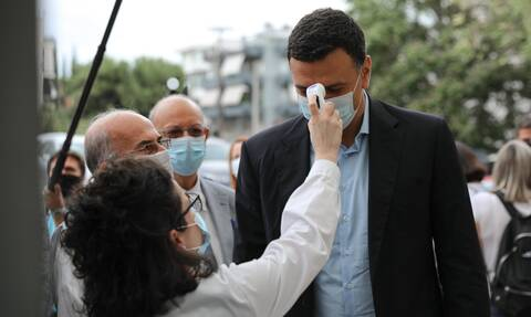 Κορονοϊός - Κικίλιας: Ανοιχτό το ενδεχόμενο για «μάσκα παντού» - Ύστατο μέτρο το lockdown