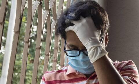 Αυτό είναι το κόλπο για να μην θαμπώνουν τα γυαλιά σας με τη μάσκα (vid)