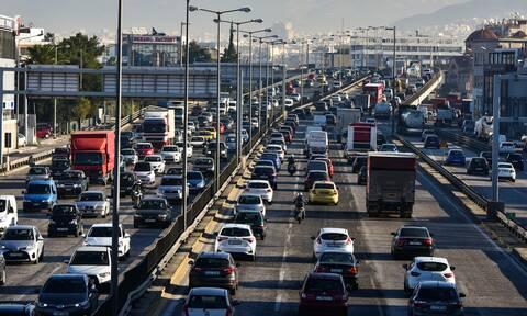 Ρεπορτάζ Newsbomb.gr: Aλαλούμ με την έκδοση χιλιάδων νέων αδειών κυκλοφορίας ΙΧ